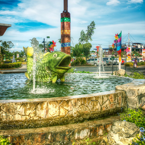 city urban fountain mall square landscape view box outdoor philippines statues views cebu hdr parkmall photomatix cebusugbo boxcrop