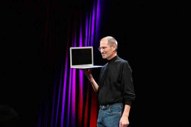 Steve Loves His MacBook Air
