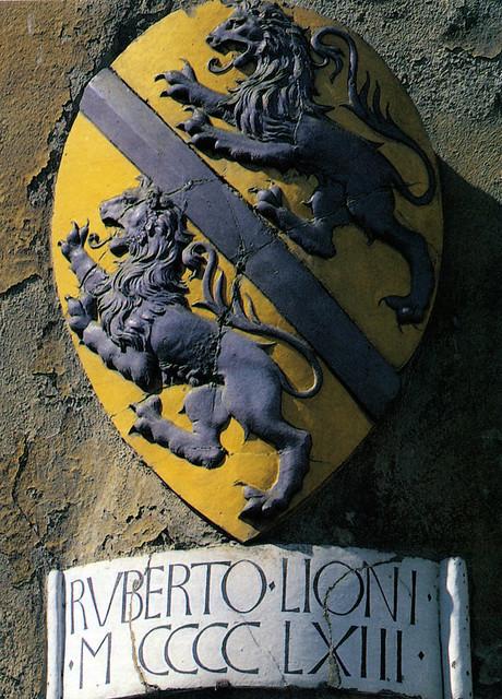 Luca della Robbia, Stemma di Roberto Leoni, 1463. San Giovanni Valdarno, Palazzo Pretorio