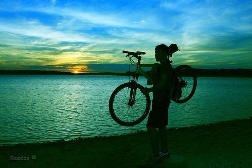 blue sunset sky usa naturaleza sun lake sol nature bike azul night canon lago atardecer eos noche texas bikes bicicleta shades cielo bici silueta ocaso soe sombras bicicletas supershot 40d platinumphoto colorphotoaward isawyoufirst canoneos40d betterthangood eduardomuriedas goldenheartaward