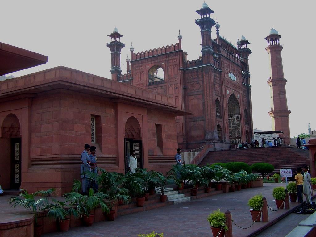 Tomb of Allama Muhammad Iqbal and Badshahi Mosque, Lahore
