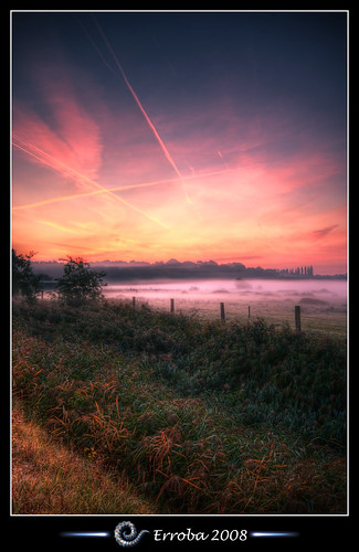 pink red orange mist green grass yellow fog photoshop sunrise canon fence rebel belgium belgique tripod belgië sigma tips fields remote 1020mm erlend hdr mechelen cs3 blueribbonwinner 3xp photomatix tonemapped tonemapping xti 400d hetbroek erroba robaye erlendrobaye alemdagqualityonlyclub