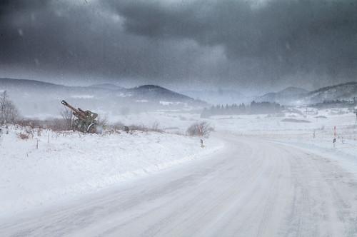 donjilapac snijeg vjetar hladno zagreb croatia wind snow mountains storm road winter cold