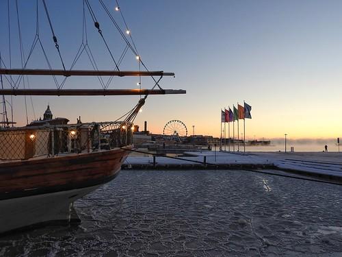 ice winter helsinki finland sailship koleeraallas kauppatori themarketplace sailboatinice dawn morning sunrise early ferriswheel harbor city seafront kaartinkaupunki