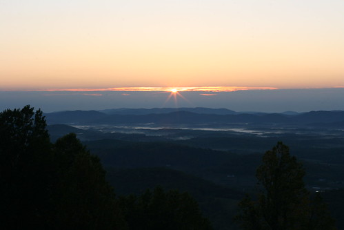 blue trees orange cloud sun sunlight fog sunrise canon rebel 50mm virginia low valley rays overlook blueridgemountains blueridgeparkway daybreak aftonmountain patchy xti