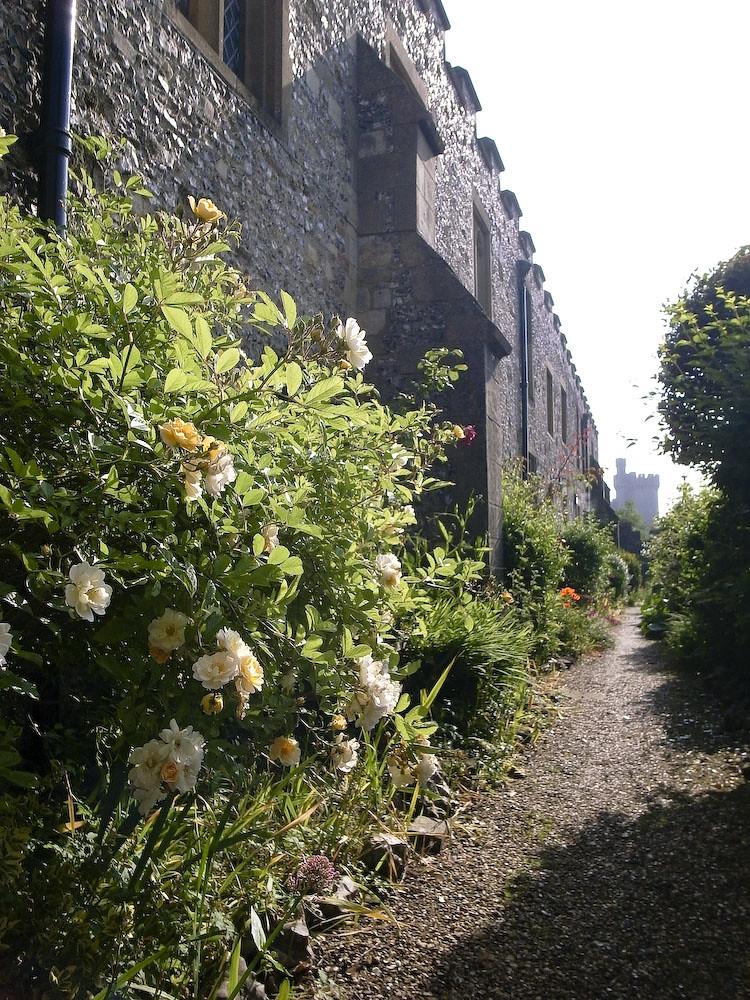 R0010875 Arundel: The castle walls