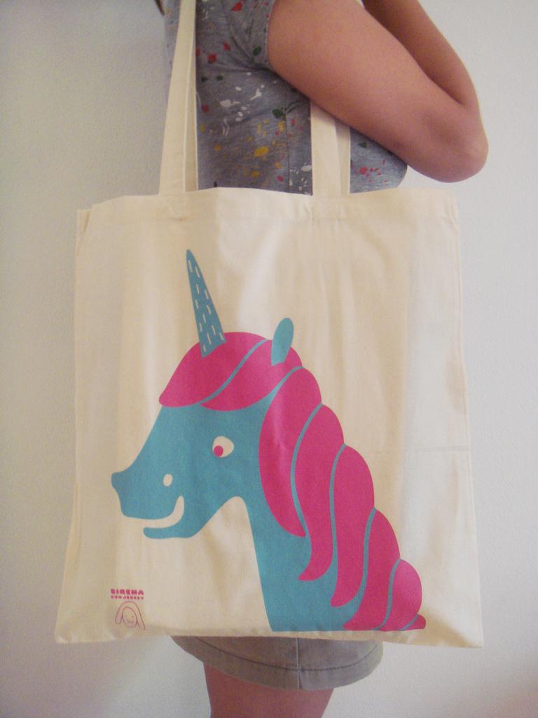 NEW Unicorn tote bag by Sirena con jersey.