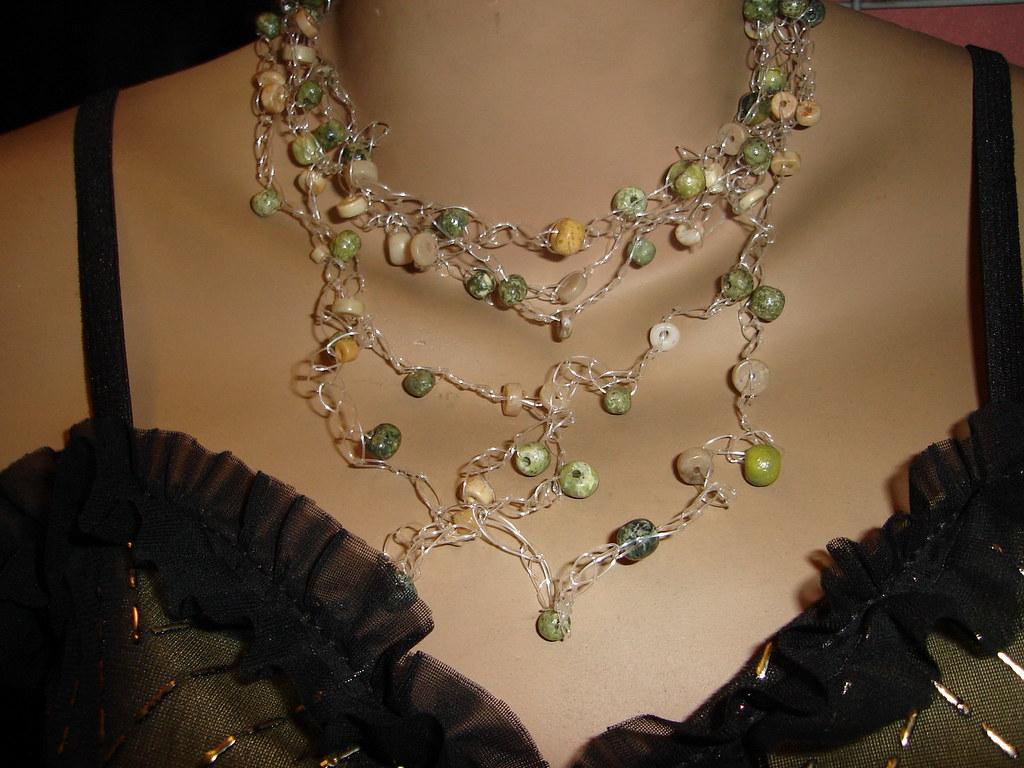 Collar Tejido A Crochet Con Piedras Verdes Y Cremas Flickr