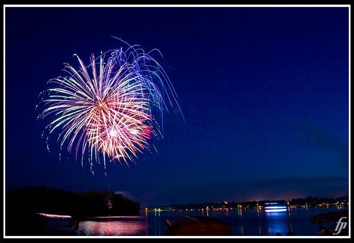 fireworks reflected 5d 4thofjuly 2470mm websterlake fireworksdisplay fensterbme lakewebster lowlightphotography canon2470mm canonllens canon2470mmf28l northwebsterindiana fenstermacherphotography