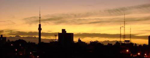 city morning houses light cidade brazil sky luz topo beautiful brasil clouds sunrise buildings am high darkness top horizon céu lindo bahia nuvens vista salvador antena sight casas alto favela antenna horizonte prédios manhã nascerdosol escuridão ondina