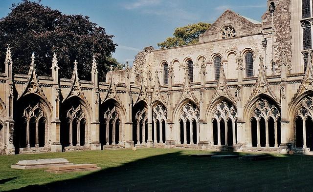 Il chiostro grande della cattedrale di Canterbury nel Kent