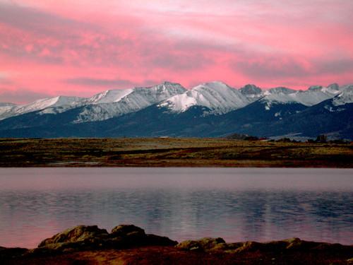 morning pink lake snow mountains reflection sunrise colorado potofgold sangredecristo elitephotography absolutelystunningscapes lakedeweese spectacularsunsetsandsunrises custercunty