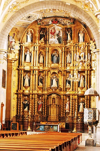 ALTAR MAYOR DE LA ORDEN DE LOS DOMINICOS EN PUEBLA (MEXICO)