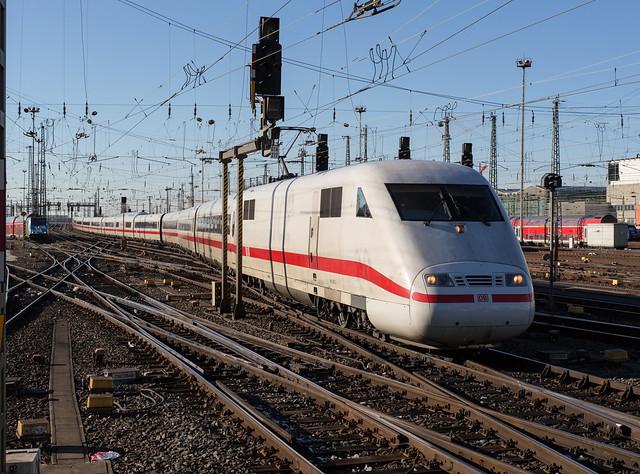 DB ICE 1 Tz 120 'Lüneburg' arriving in Frankfurt (Main) Hauptbahnhof