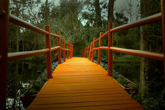 red bridge to Jac's green shop..:)