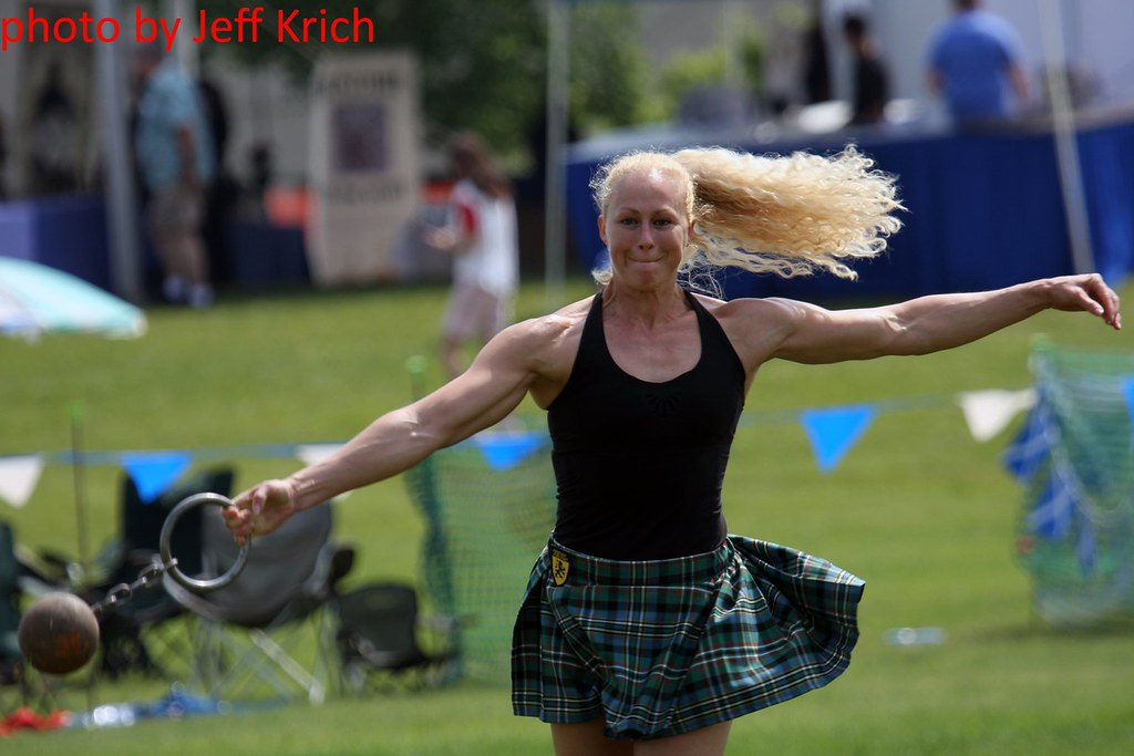 highland games - womens toss