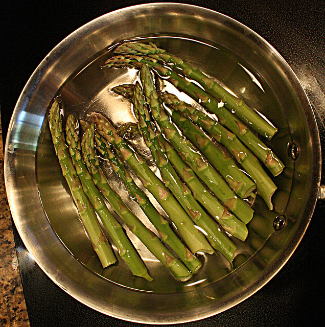 Squircle - Saute Pan with Asparagus