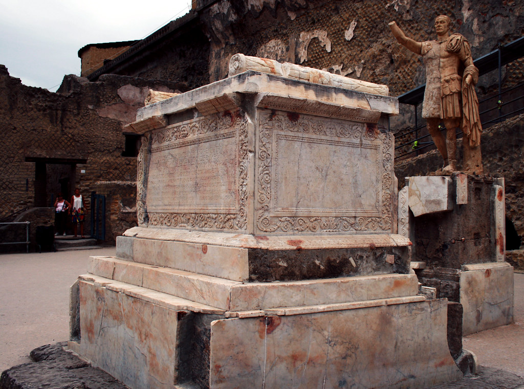 Herculaneum Terrazza 1 The Funeral Altar And Statue Of P