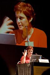 """Huda Abifarès, """"Typographic Matchmaking: El papel de la tipografía árabe en la cultura visual contemporánea de Oriente Medio"""""""