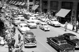 la calle ahumada entre Moneda y Agustinas en 1960 y los cines de Santiago, la bajada al cine York era por el Pasaje Unión Americana, al lado la Fuente de Soda Picnic