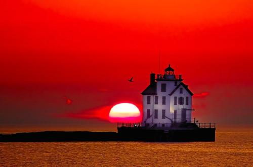 light sunset red sky orange sun lighthouse bird colorful lakeerie greatlakes lorain flickrphotoaward goldstaraward