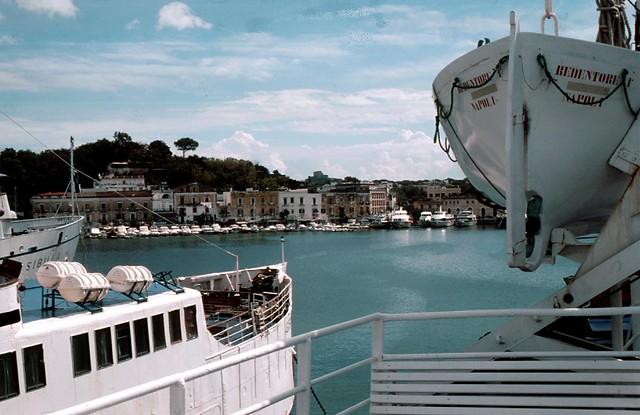 ITALIEn, Ischia , Hafen von Ponte - 1