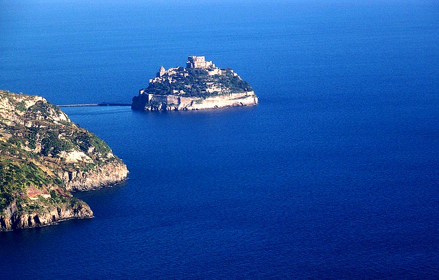 ISCHIA - Castello Aragonese dall'elicottero