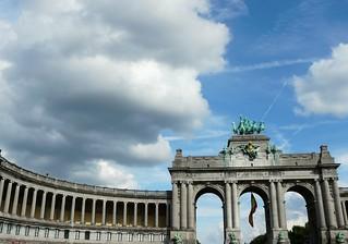 Victory arc, Brussels, in evaporating Belgium.