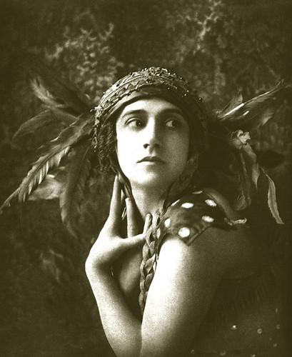 Tamara Karsavina dans l'Oiseau de feu - 1910