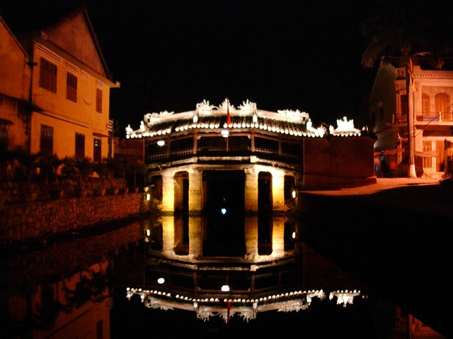 Vietnam , Hoi An  - Jap. Brücke bei Nacht