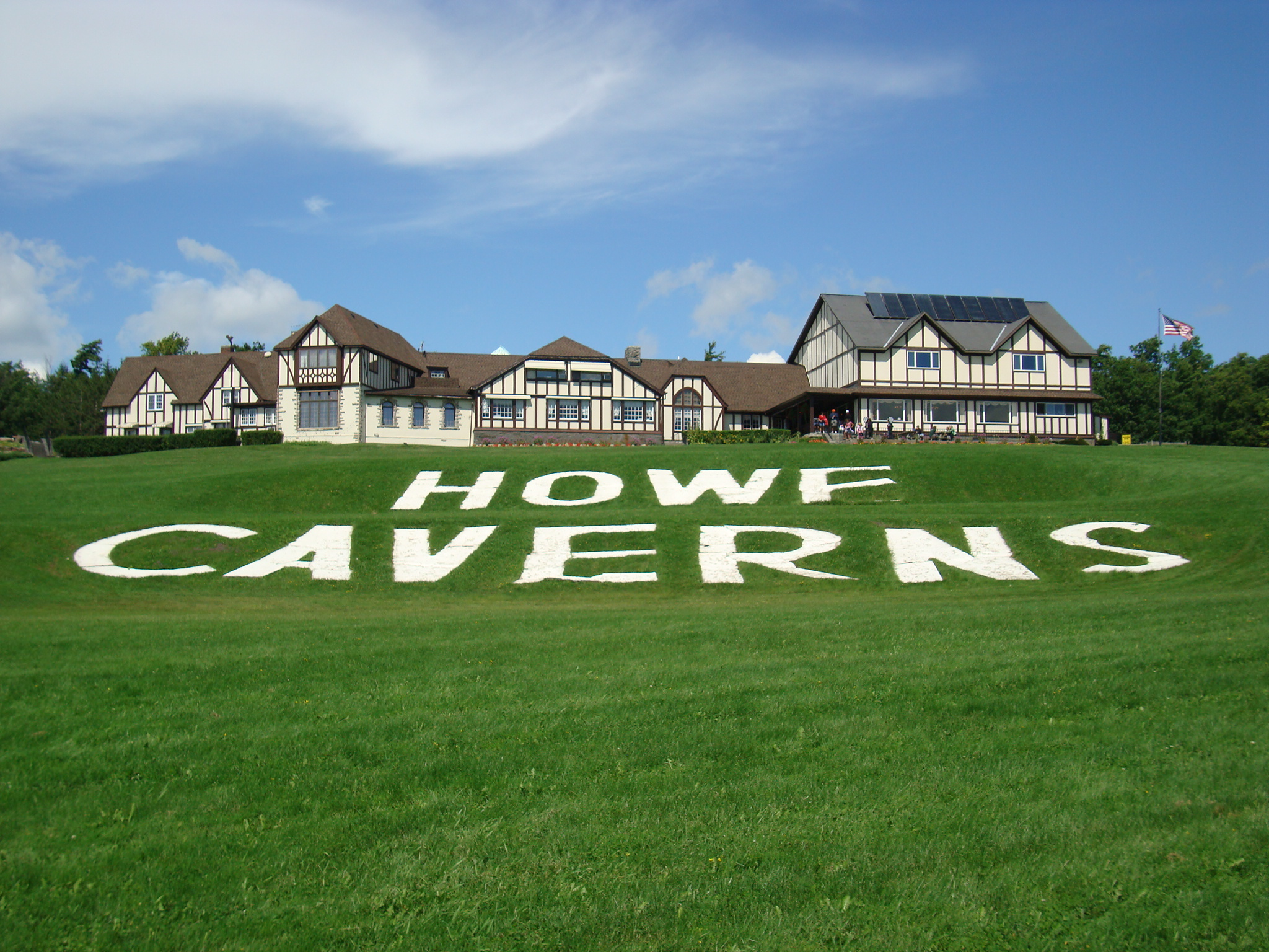 Howe Cavern Lodge