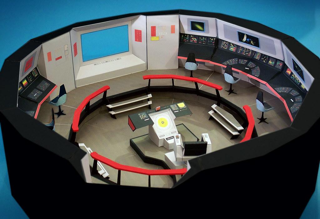 Star Trek Bridge Model (Paper) | A large (26 inch diameter