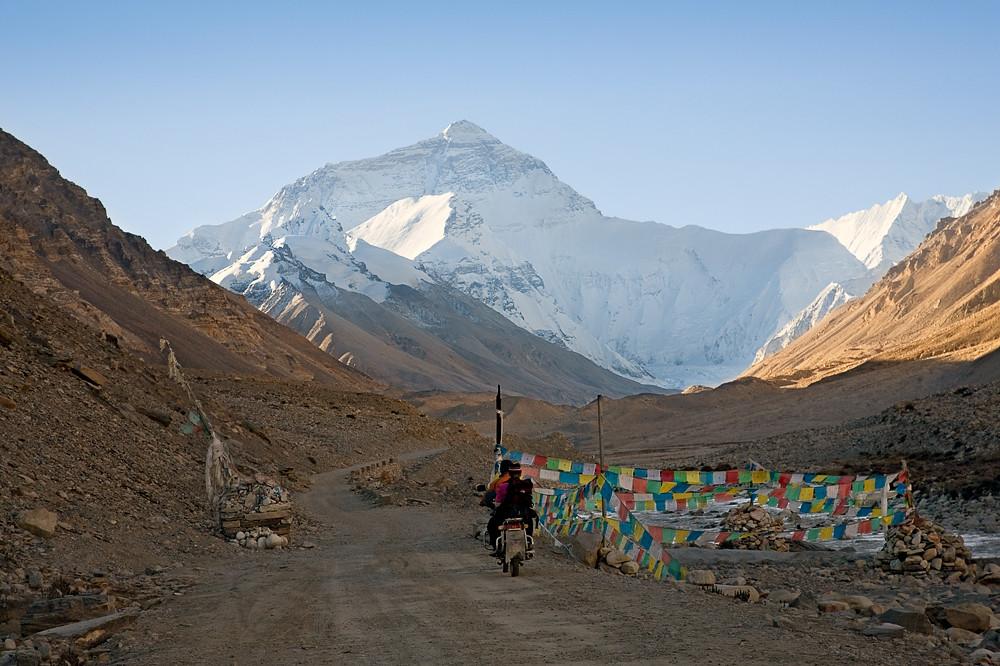 晨雾中的珠穆朗玛(Mt. Everest)