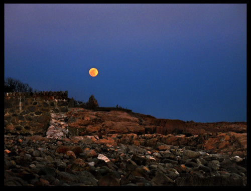 blue moon yellow coast rocks massachusetts fullmoon northshore moonlight rockport capeann canona630 arealgem