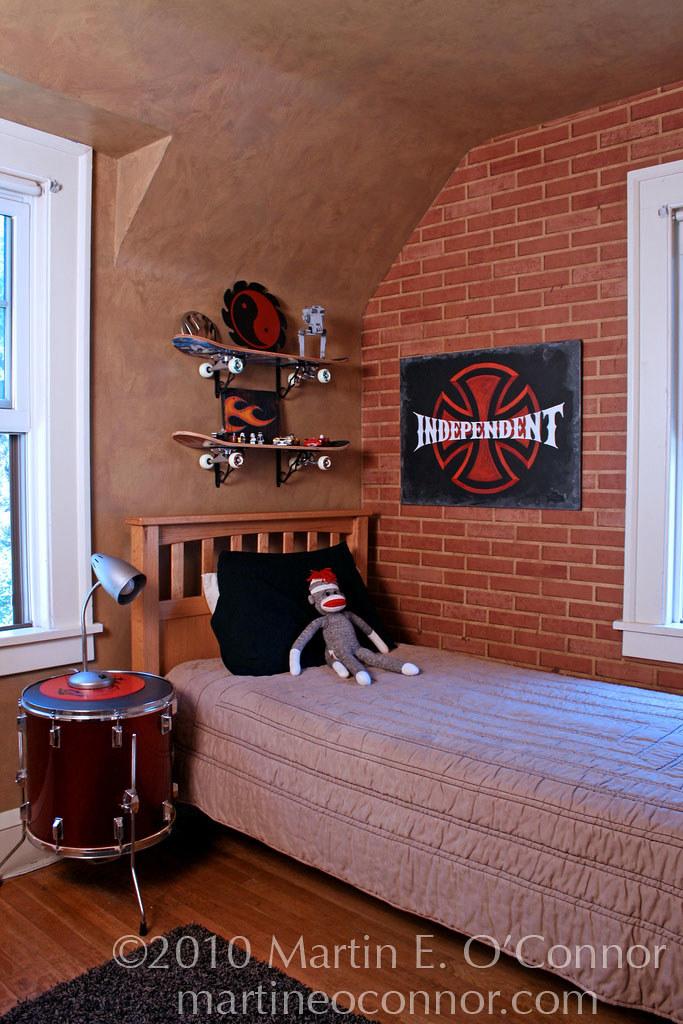 Rock-n-Roll/ Skateboard Boy\'s Bedroom | Faux brick painted w ...