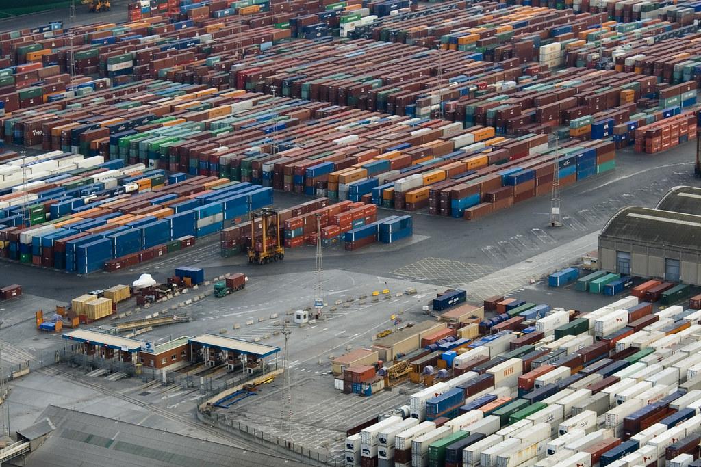 Containers en la Zona Franca