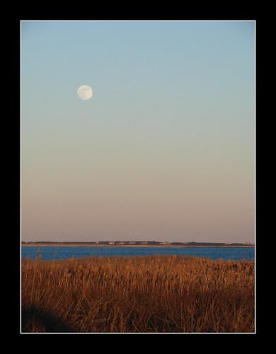 ocean sky moon water island coast massachusetts moonrise rise westport gooseberry waterscape gooseberryisland