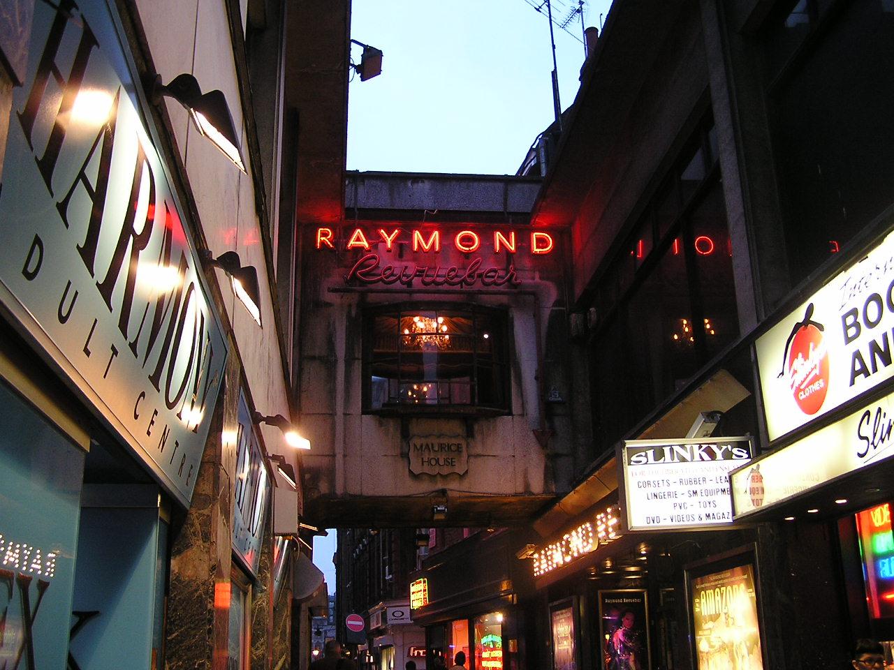 Raymond [Revue Bar]