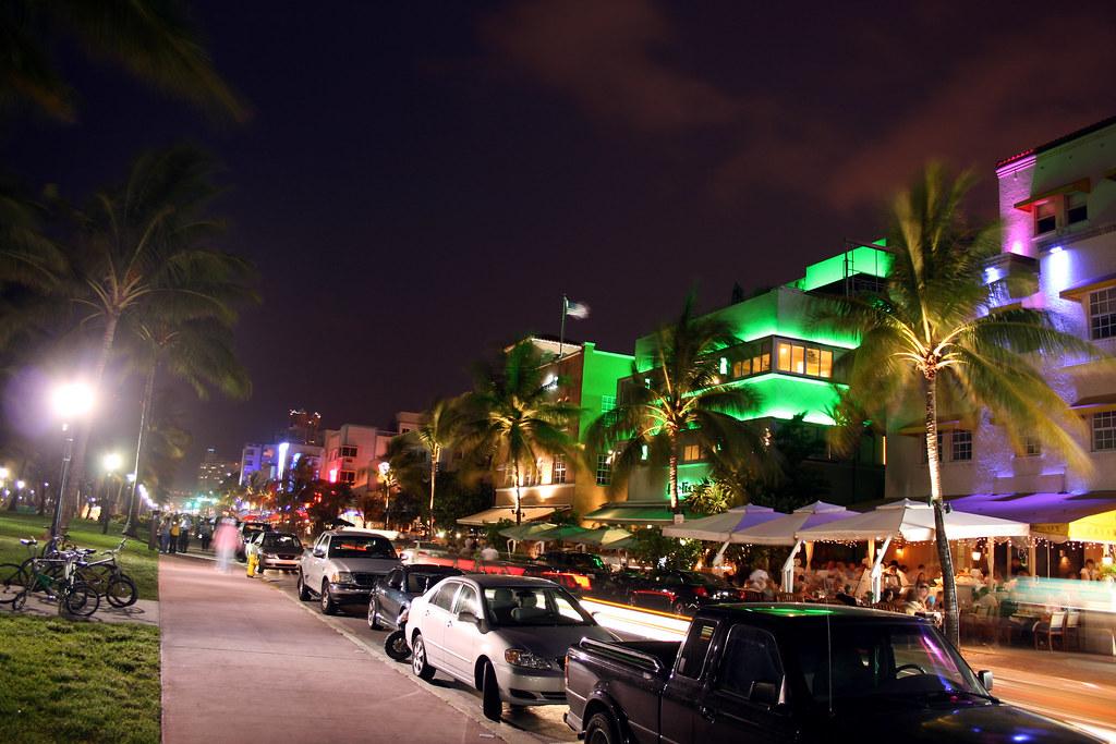 miami beach - ocean drive at night | miami beach - ocean