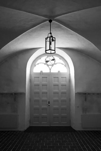 door light white black church sweden interior sverige kyrka canonefs1785mmf456isusm skåna canoneos7d förslöv förslövskyrka