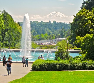 Drumheller Fountain & Mt. Rainier, University of Washington | by Curtis Cronn