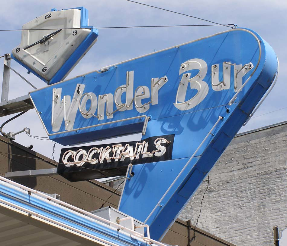 Wonder Bur Lounge & Cafe