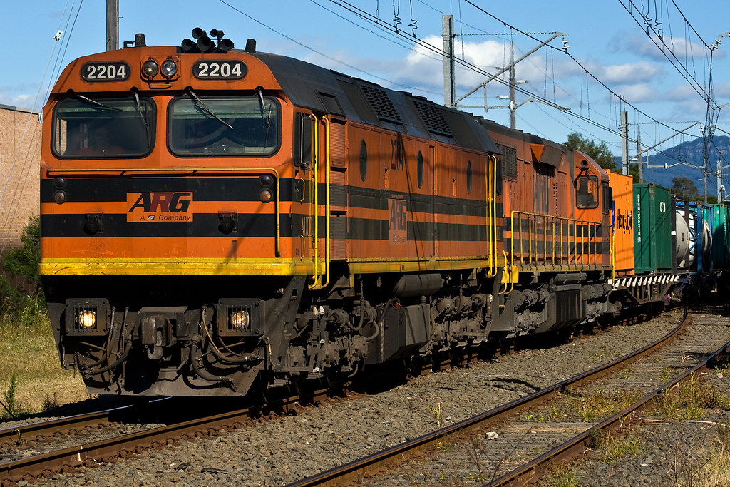 2204/3102 at Dapto by Trent