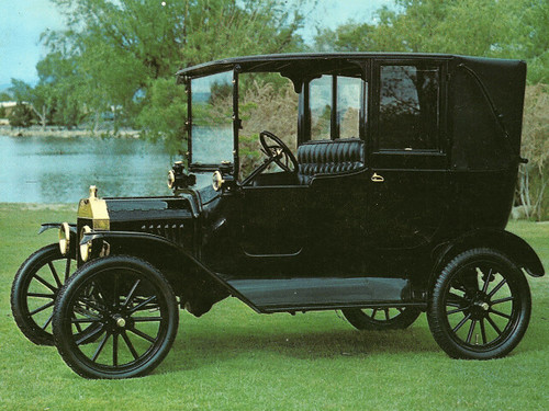 1915 Ford Model T Town Car (Postcard) | Scanned from Harrah