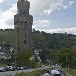 Torre medioevale e ciclisti