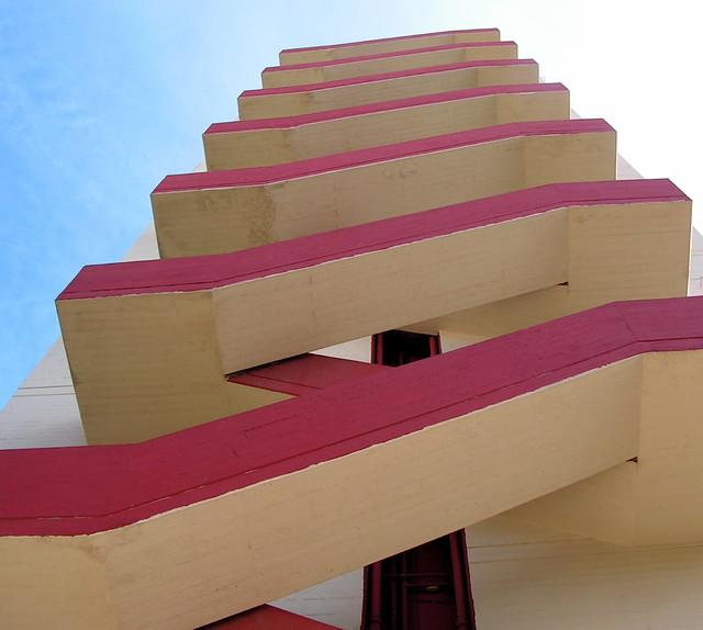 Unité d'Habitation - haifa - red stair