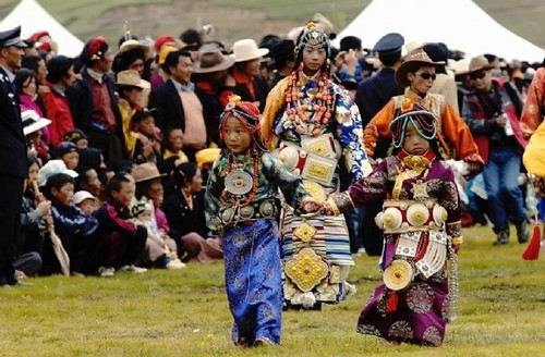 Khampa Tibetan Costume at Litang   Festival costumes, Film