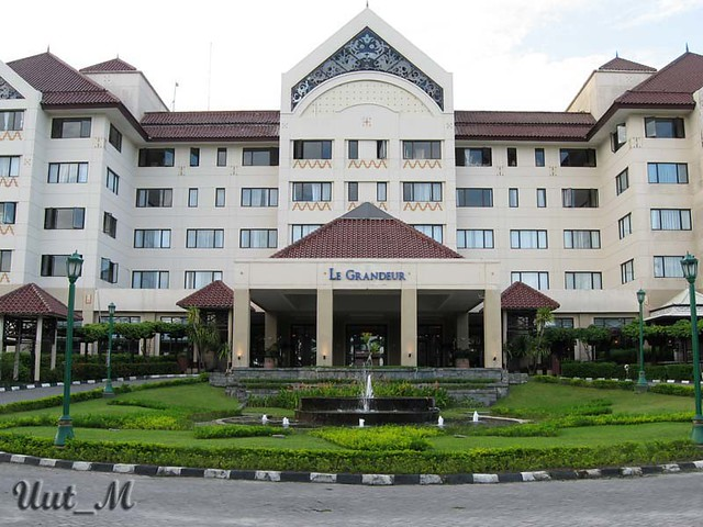 Le Grandeur Hotel