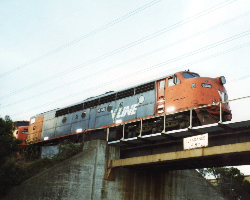 S306 leading A85 on the APM train at South Kensington by zed.fitzhume