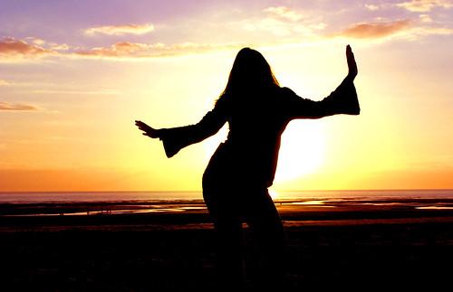 life blue light sunset red sea party music orange cloud sun mer france color sexy love beach girl silhouette yoga dark rouge happy soleil back dance fiesta arm dancing kodak profile joy goa dancer jour bleu sombre amour shore vida fete lumiere shape nuage fille plage plaisir pleasure couleur dx7590 joie contrejour contre couchant backlighting forme musique vie bras heureux youpi